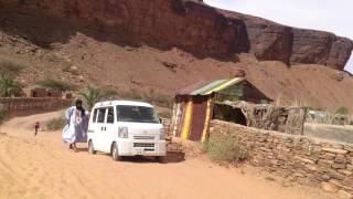 サハラ砂漠のオアシス「Telgit」。村道が砂に埋もれていたので、タイヤ...