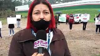 Mulheres fazem protesto próximo ao presídio de Jaraguá do Sul