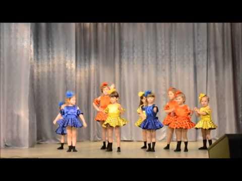 Упитанные девушки танцуют на сцене видио фото 37-890