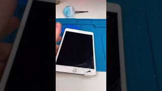 iPad Mini 4 Screen Replacement.. This is different #Shorts