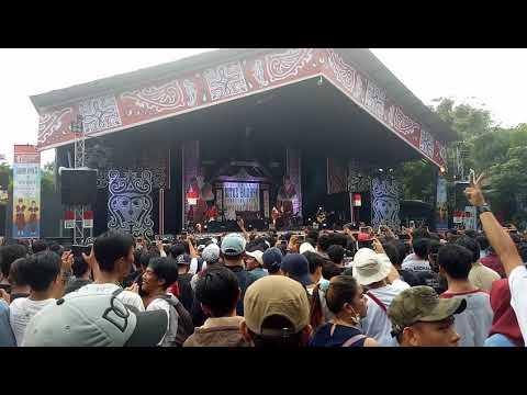 Konser iwan fals situs budaya batak sumut ( sapuku sapumu sapu sapu )