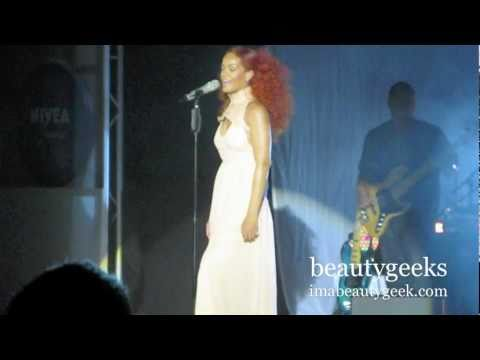 Rihanna: California King Bed live @ Nivea's 100th Anniversary Boat Bash