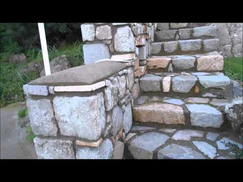 Каменная лестница с диагональными ступенями