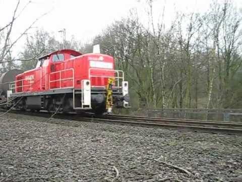 Eisenbahn über Autobahn
