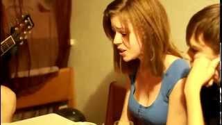 Девушка читает рэп и поет про любовь (Hima - Витамины в таблетках)