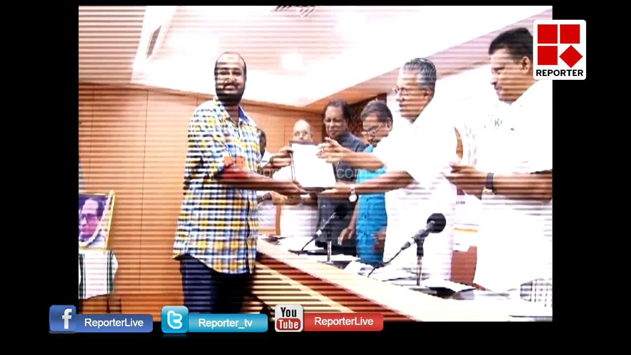 Surjith Ayyappath receives VK Madhavan Kutti Memorial Media award