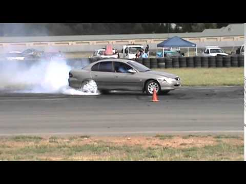 9 HOLDEN VT V6 COMMODORE BURNOUT AT BUNROUT WARRIORS 8 13 12 2014