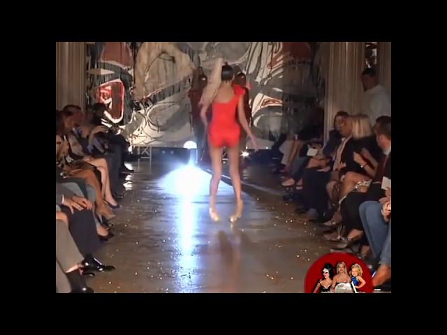 Catwalk trên nền nhạc Phía sau một cô gái :))