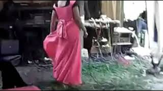 Download Video Aki-aki lagi asyik nyawer di pukul istrinya MP3 3GP MP4