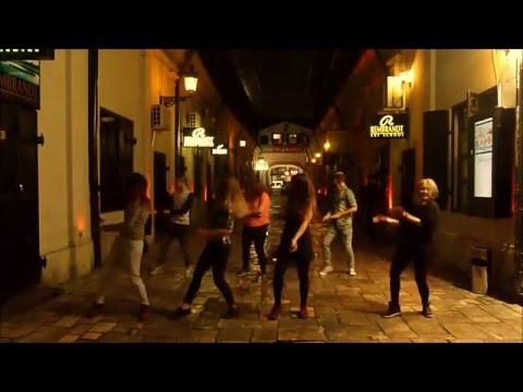 Andreea Balan - Zizi - ( centru vechi danseaza cu noi )