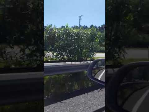 Un coche circula en dirección contraria por la A-52 hacia Vigo