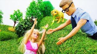 Барби гуляет с собакой и знакомится с Кевином. Игры в куклы