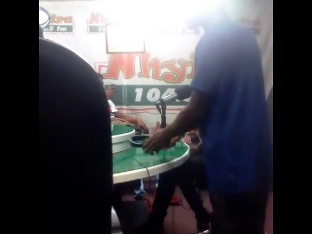 Prezdo GH freestyling at Nhyira Fm Kasahare moment