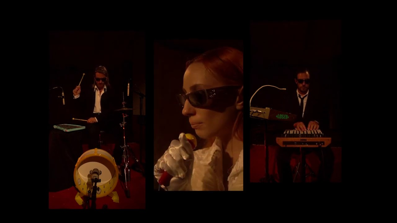 Elenoir - Wrong Party Toys Version (Live Performance)