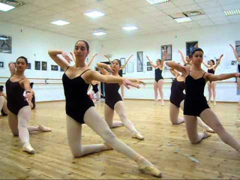 Scuola di danza carillon macerata youtube for Arredamento scuola di danza