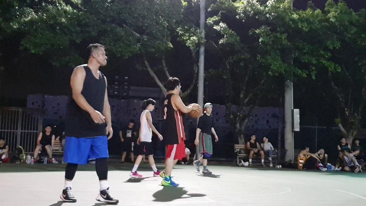 20180823-【新生公園籃球場】 蕭敬騰 Jam Hsiao 夜間籃球 (進球很得意的看我們哦~) - YouTube