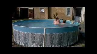 Kraviny v bazénu  M+K