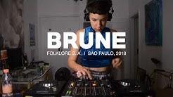 Brune DJ Set - Quarto/Fresta