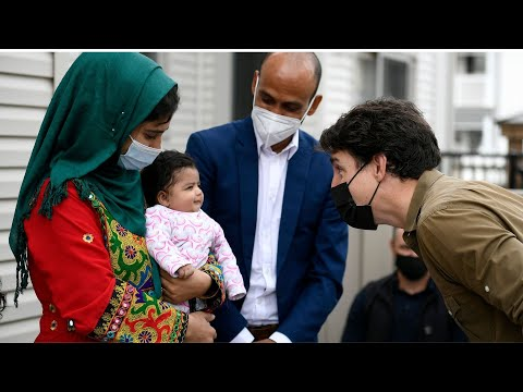 Trudeau greets Afghan family ahead of Thanksgiving