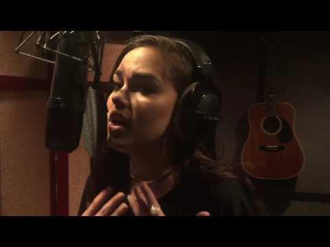 Maggie Lindemann - Love On The Brain (Rihanna...