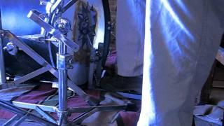 Самодельная педаль бас-барабана (бочки) в действии(Не было возможности купить фирменную педаль для бочки, поэтому пришлось сделать ее своими руками в гараже...., 2011-10-06T16:02:52.000Z)