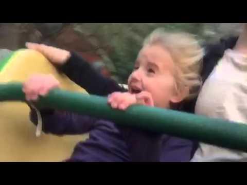 Прво возење на ролеркостер низ гримаси