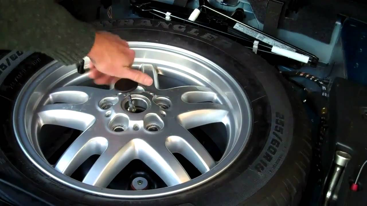 How To Remove The Spare Wheel On A Range Rover L322 Youtube