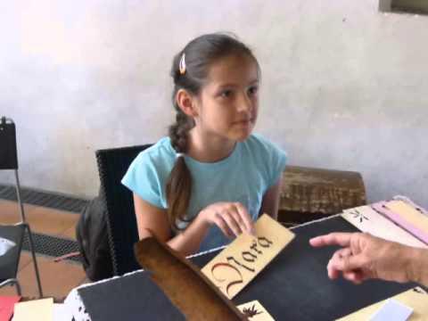 モーちゃんの動画・リュブリャーナの教会で寄付を集める少女NARA奈良)