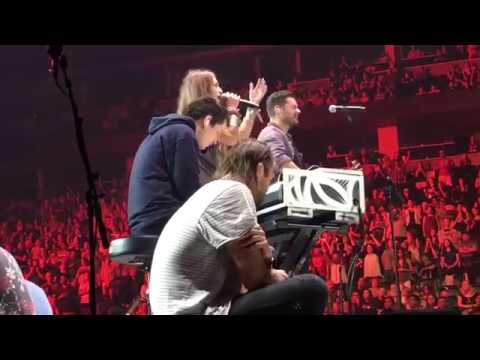 Lauren Daigle - I Surrender - Hillsong United featuring Lauren Daigle - Live