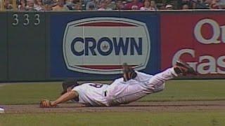 TOR@BAL: Ripken moves to third base, makes great play