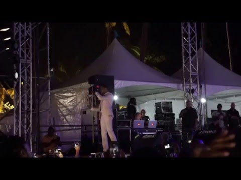 MAXWELL - This Woman's Work [live at Tobago Jazz Experience 2016]