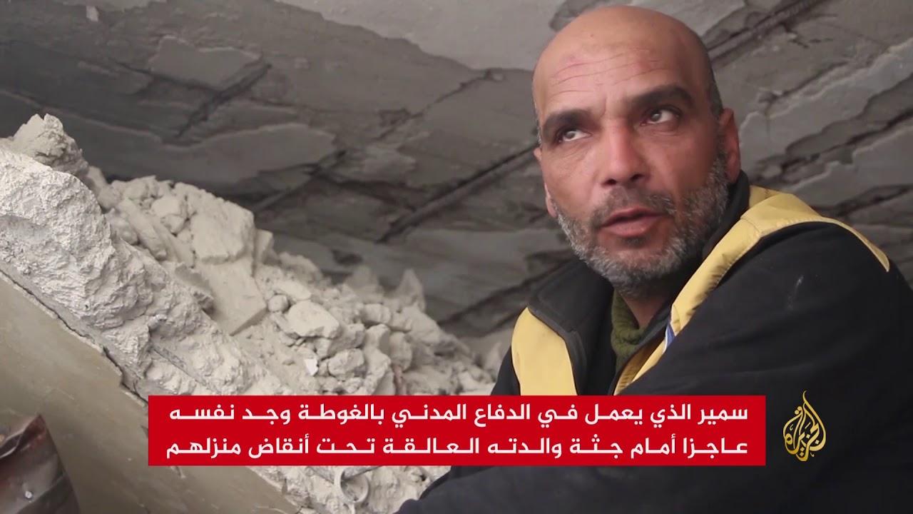 الجزيرة:منقذ يفشل في إخراج والدته من تحت الأنقاض