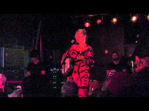 Elle King Good to be a man at A&R Music Bar in Columbus, Ohio 682015