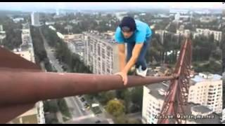 Deathdefying stunt from Russian with nerves of steel