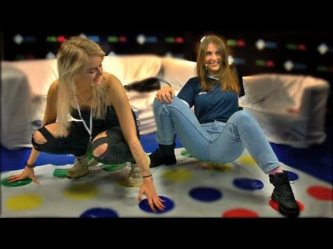 GTFOBAE и AhriNyan Играют в Твистер. Game Planet 2018 - Видео с ютуба