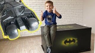 Заказал новую большую машинку - бэтмобиль.  Видео для детей.