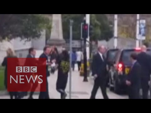Jogger runs into David Cameron then gets