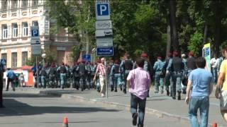 LB.ua Беркут поднимается к митингу на Михайловскую площадь