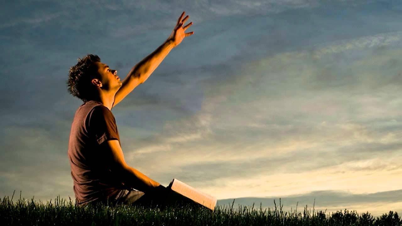 картинки парень молится богу вот
