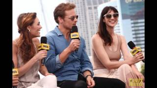 Sam Heughan & Caitriona Balfe Surprise Comic-Con with