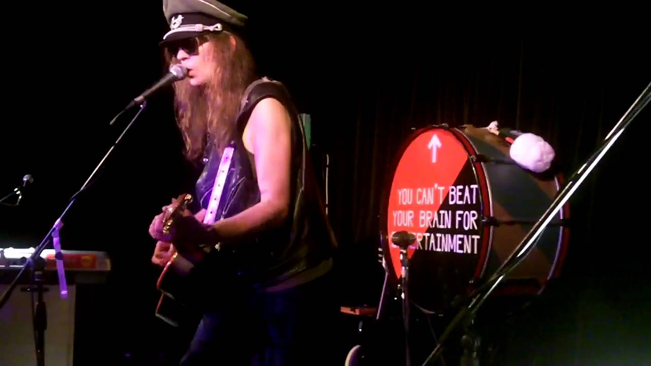julian-cope-fear-loves-this-place-hebden-bridge-28-10-11-dave-zoom