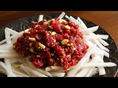 Seasoned raw beef (Yukhoe: 육회)