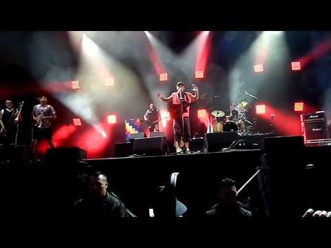 Manu Chao et le bouclier de Brennus au festival Europavox 2017
