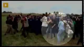 Video qe po cmend te gjith boten,shikoni se cfar i ben kamermanja emigranteve ne hungari.. (VIDEO)