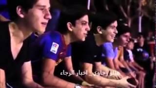 شاب مهاري يتنكر بزي رجل مسن ويتلاعب بمهاراته في شباب يلعبون كرة القدم