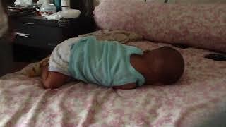 Baby Munzir Becandaan di kasur sm Daddy