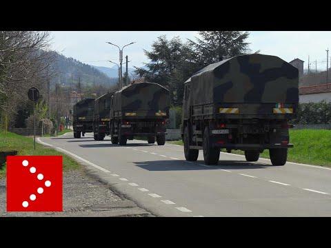 Mezzi militari con feretri da Bergamo: l'arrivo al cimitero di Serravalle Scrivia