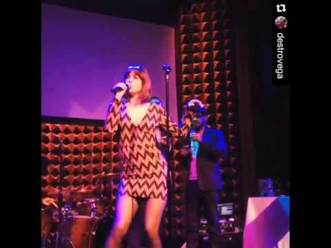 Actress Mary Elizabeth Winstead singing  (got a girl) 2
