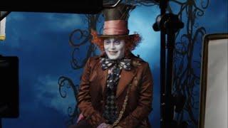 Джонни Депп разыгрывает прохожих в образе Безумного Шляпника