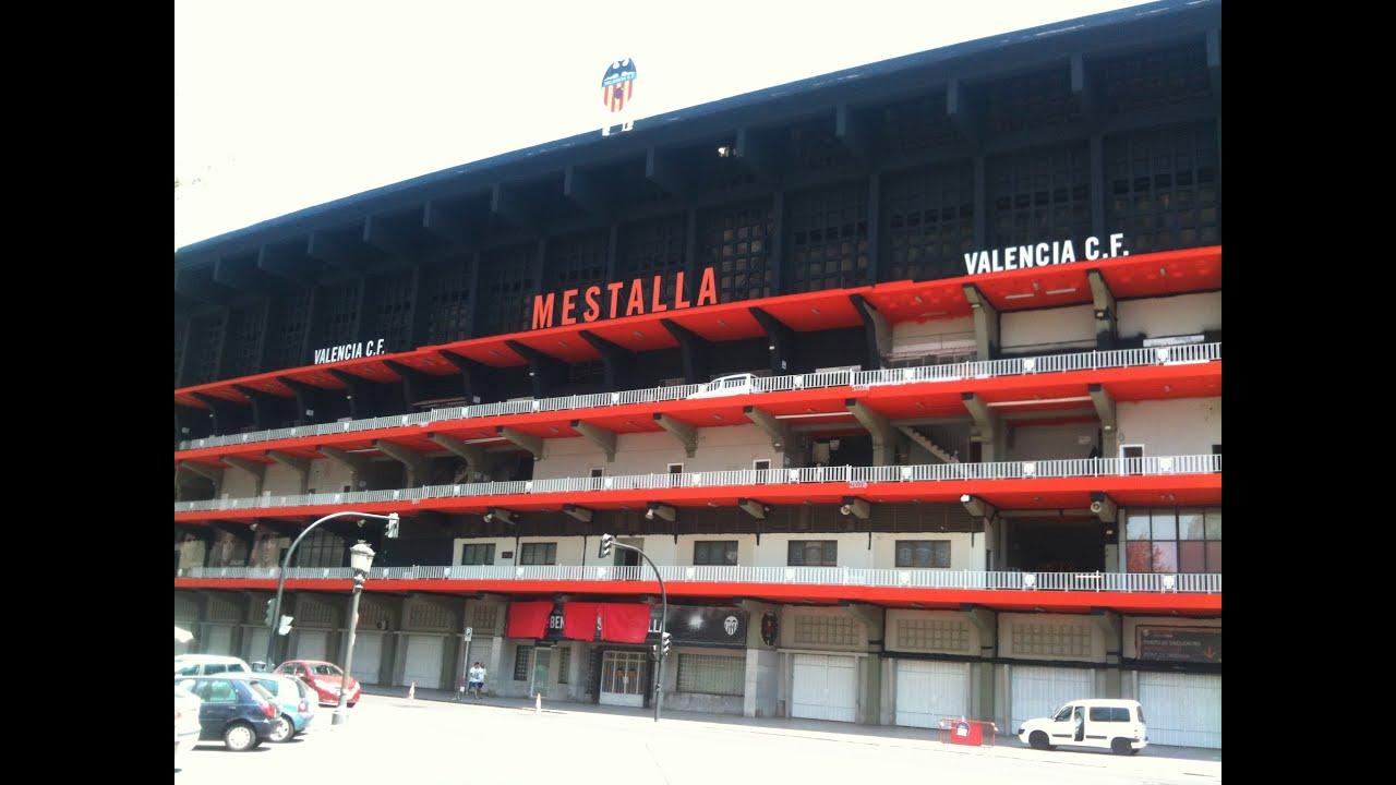 Fachada del estadio de mestalla pintandose valencia cf - Campo de futbol del valencia ...